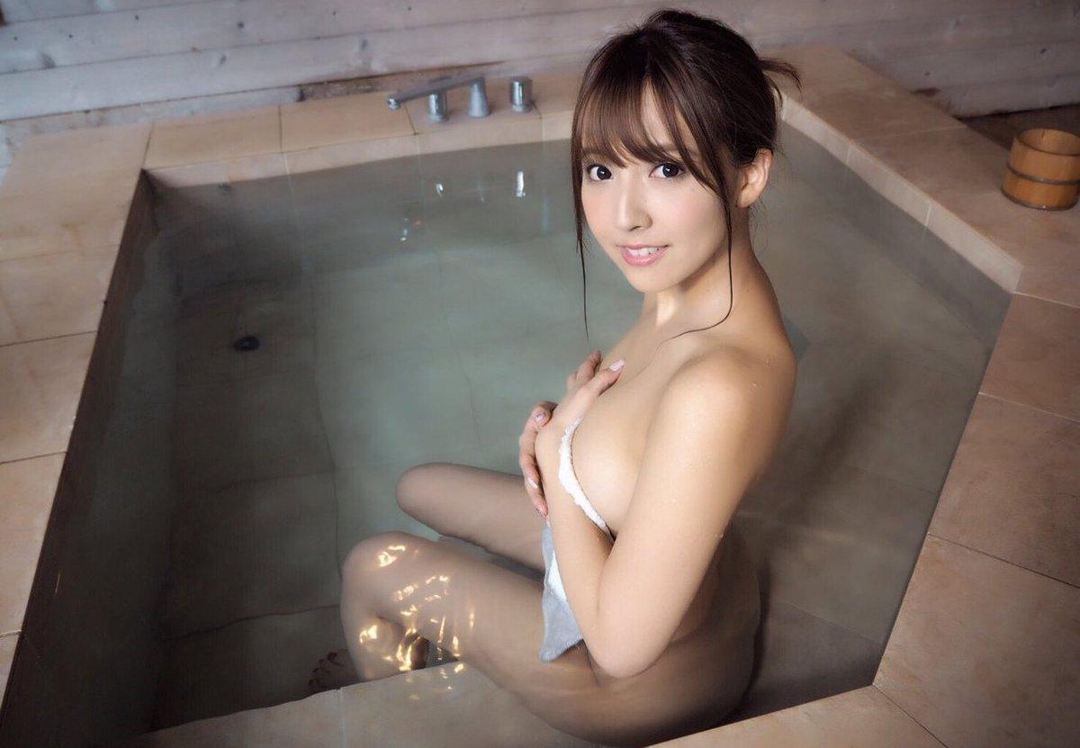三上悠亜(鬼頭桃菜)の過激エロ画像