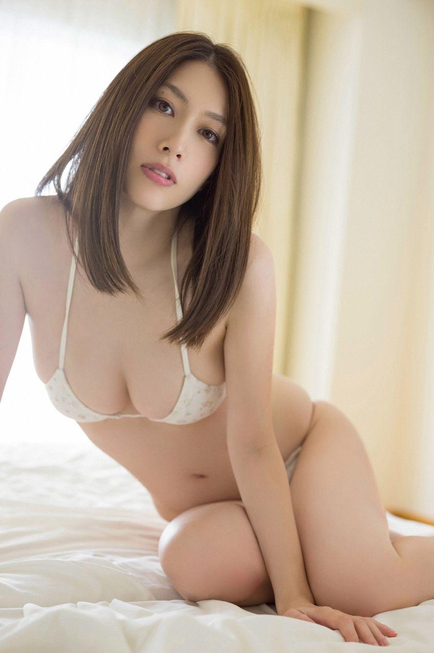 小林恵美さんのインナー姿